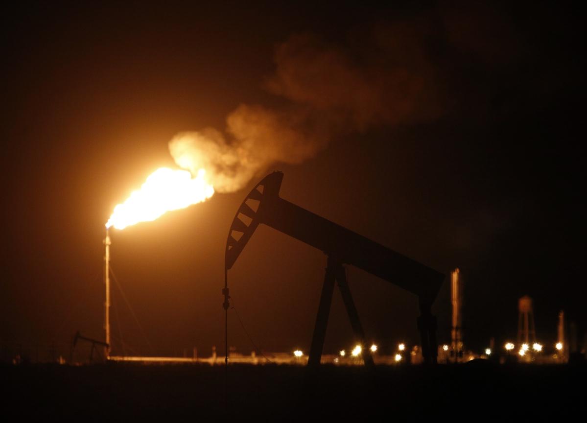Oil Holds Near 3-Year High Amid Venezuela Sanction Concerns