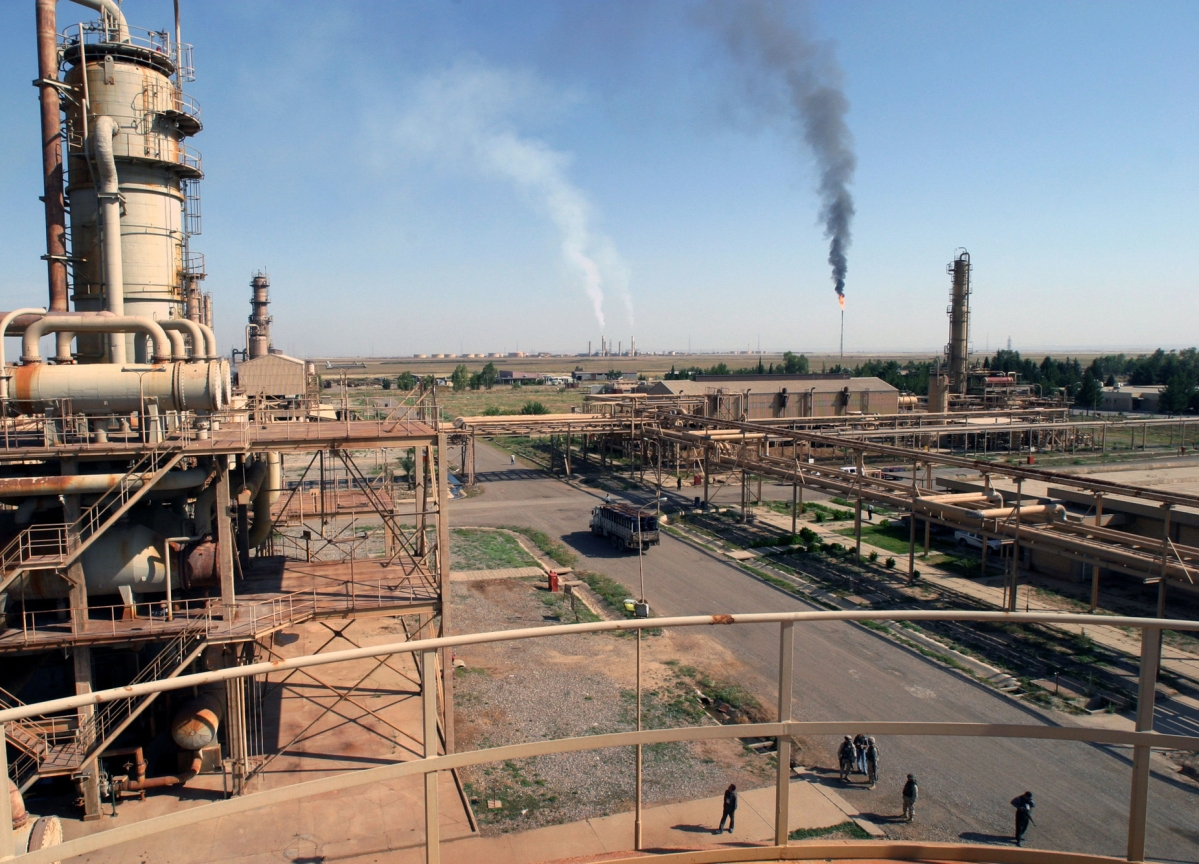 Iraq Says OPEC+ to Mull More Cuts, Jarring With Group Stance