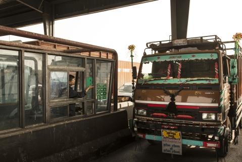 A truck stops at a toll booth at the Manesar toll plaza on National Highway 8  in Manesar, Haryana, India. (Photographer: Udit Kulshrestha/Bloomberg)
