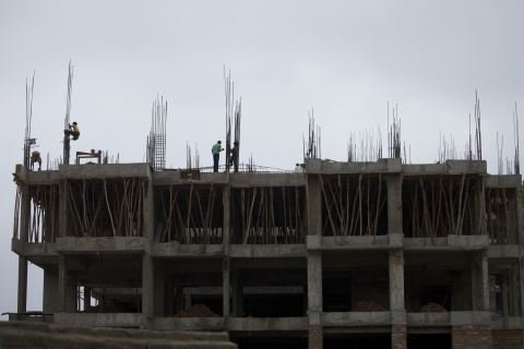 Laborers work at a construction site in Gandhinagar, Gujarat, India. (Photographer: Adeel Halim/Bloomberg)