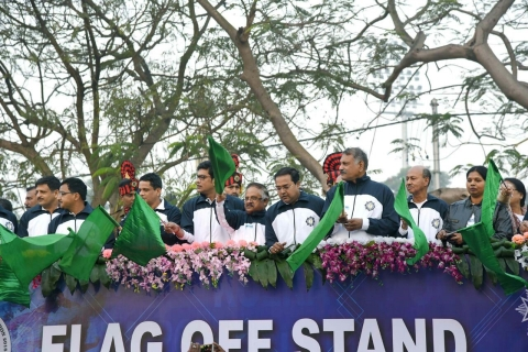 Right - Shri K Sanath Kumar, CMDNIC flagging off the Runners along with other dignitaries on stage