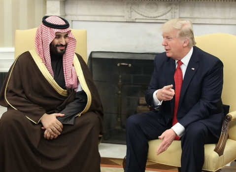 U.S. President Donald Trump, speaks with Mohammed bin Salman, the Kingdom of Saudi Arabia's crown prince in the Oval Office of the White House in Washington, D.C., U.S. (Photographer: Mark Wilson/Pool via Bloomberg)