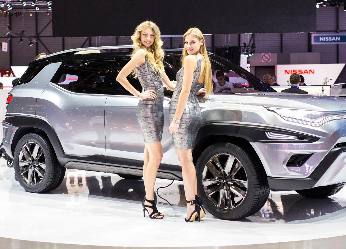 `Booth Babes' Banished as Carmakers Tone It Down in Geneva