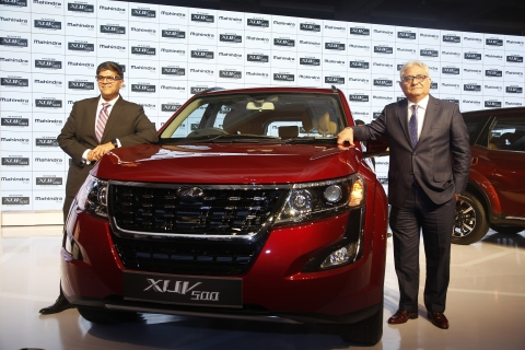 From right Rajan Wadhera, president, automotive sector,  along with  Veejay Nakra, chief of sales and marketing, automotive division, Mahindra & Mahindra Ltd at the launch of The Plush New XUV500. (Source: Company Press Release)