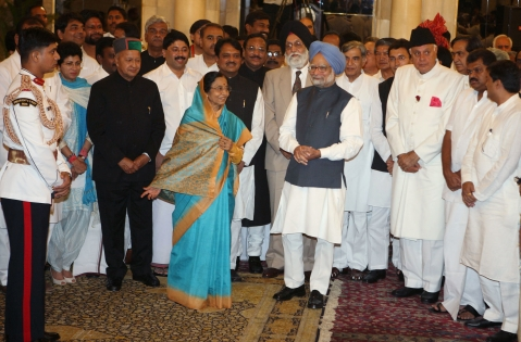 Pratibha Patil, then India's president, center left, and Manmohan Singh, then prime minister, center right, pose with newly appointed ministers at the presidential palace in New Delhi, India, on May 28, 2009. (Photographer: Pankaj Nangia/Bloomberg)