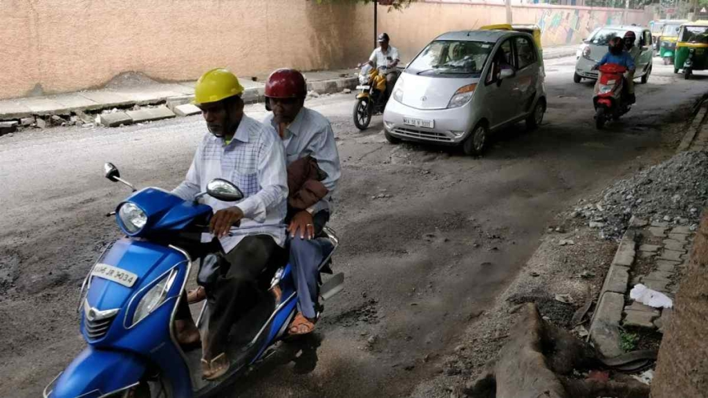 A pothole-ridden road in Bengaluru. (Source: Arun Dev/The Quint)