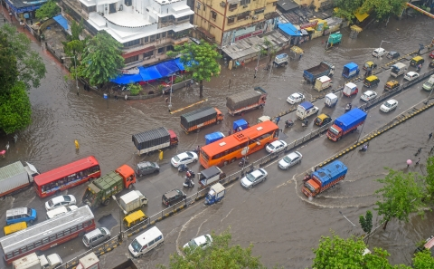 Vehicals wade through water-logged street at Kings Circle after heavy rains in Mumbai on Saturday, June 09, 2018. (Source: PTI)