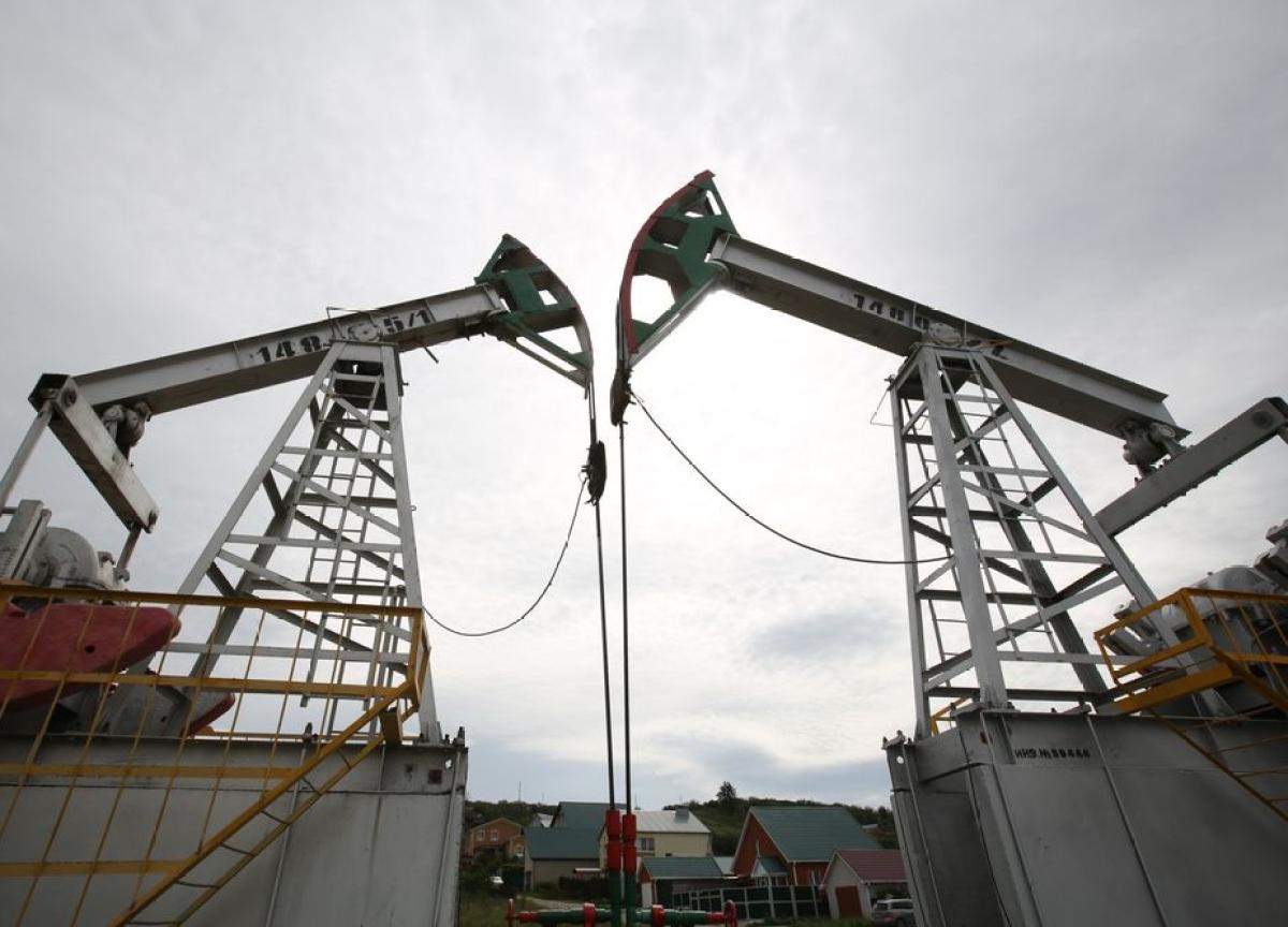 Saudis Plan Big Oil Output Hike, Beginning All-Out Price War