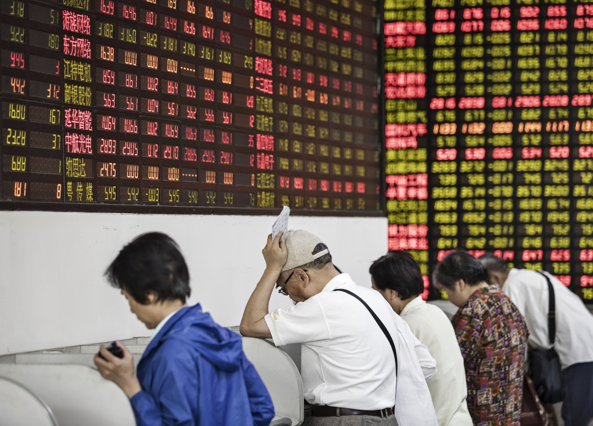 China Shares Sink to Lowest Since March 2016 as Yuan Declines