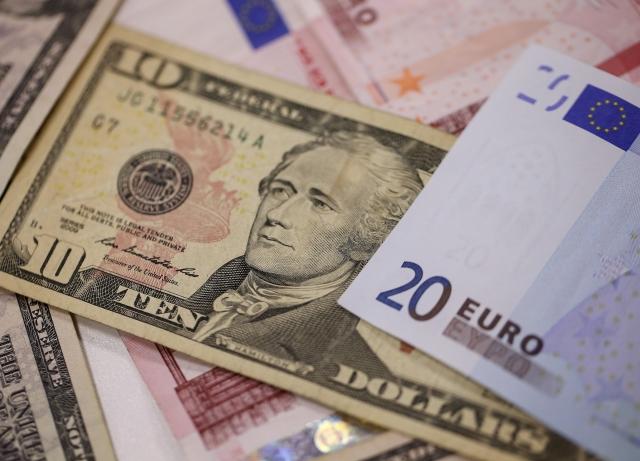 A U S Ten Dollar Bills Sits Among And Twenty Euro Banknotes In This Arranged Photograph London K Photographer Simon Dawson Bloomberg