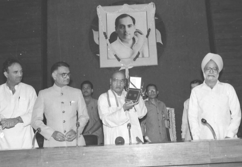 "Prime Minister Shri P.V. Narasimha Rao releasing an one rupee commemorative coin in New Delhi on May 21, 1992. (Photograph: PIB)<a href=""http://pibphoto.nic.in/photo//l-images/l2004052113.jpg""><i><br></i></a>"