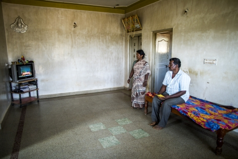 A farmer and his wife watch television in their home in the village of Kuragunda in Karnataka, India, on  March 8, 2018. (Photographer: Prashanth Vishwanathan/Bloomberg)