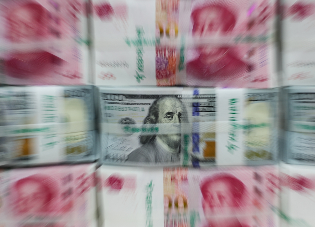 China's Yuan Drops to a Decade-Low, 7Per Dollar Now in Sight