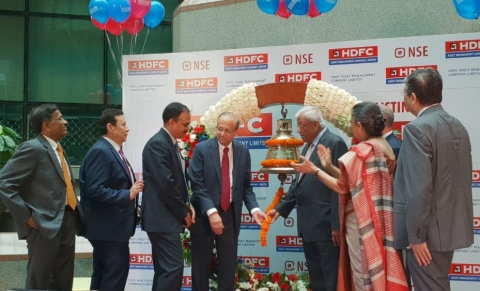 HDFC AMC managing director Milind Barve (left) and HDFC Group chairman Deepak Parekh (right) ring the opening bell at the listing ceremony at the National Stock Exchange. (Photographer: Sajeet Manghat/BloombergQuint)