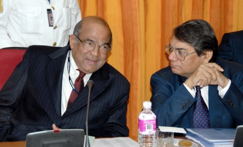 Yaga Venugopal Reddy, left, governor of the Reserve Bank of India, consults with Rakesh Mohan, deputy governor of the Reserve Bank of India, in Mumbai, India, on April 18, 2006. (Photographer: Santosh Verma/Bloomberg News)