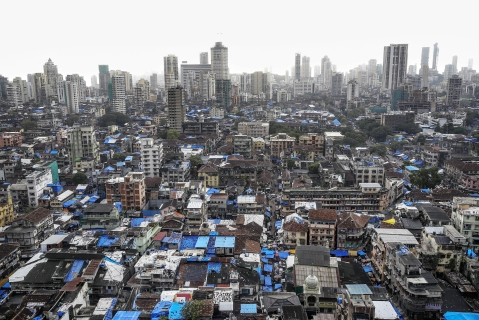 Skyscrapers and shanties stand in the Bhendi Bazaar area of Mumbai, India. (Photographer: Dhiraj Singh/Bloomberg)