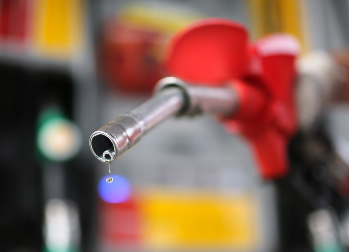 Oil Posts Biggest Weekly Drop Since July Amid Supply Concerns