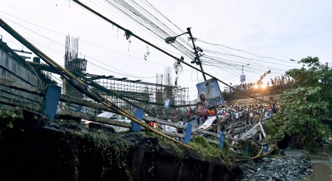 A section of Majerhat bridge collapsed in Kolkata. (Source: PTI)