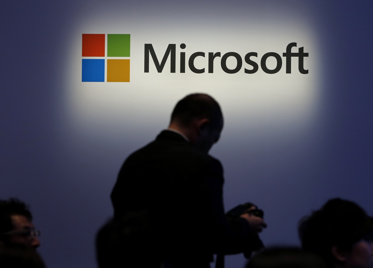 Microsoft Joins Apple, HP in Scrapping Outlooks on Virus