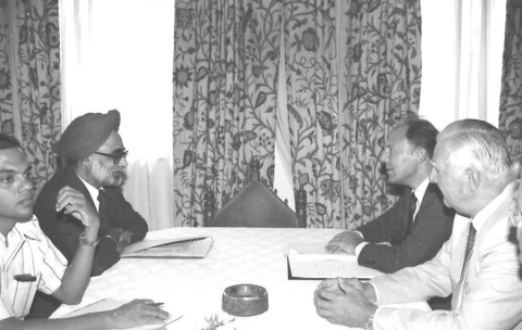 Reserve Bank of India Governor Manmohan Singh meets German Minister for Economic Cooperation Jürgen Warnke, in New Delhi on September 17, 1982. (Photograph: PIB)