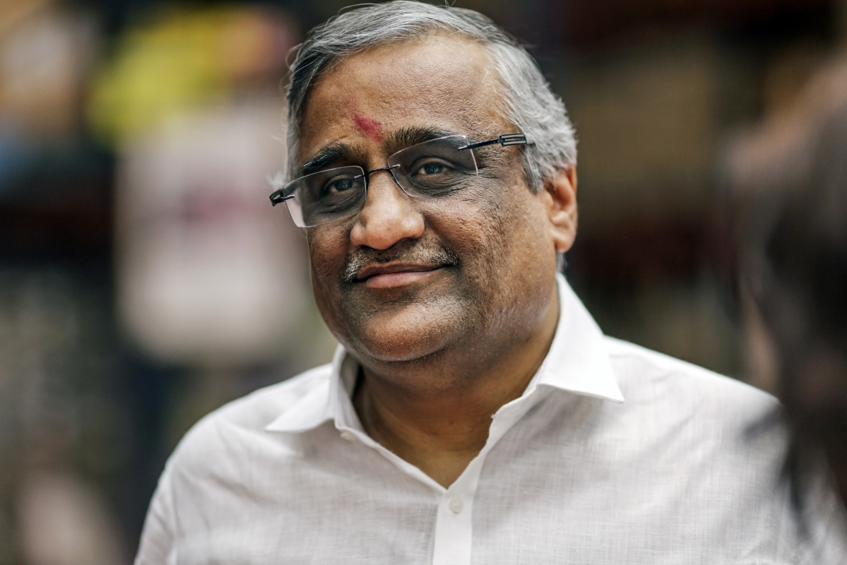 A Grocery Tycoon Races to Keep India Fed and His Company Afloat