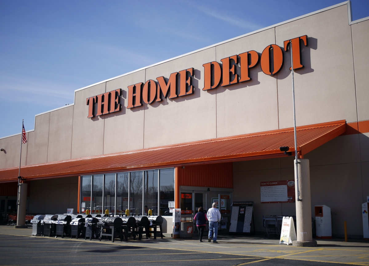 Home Depot Rises After Profit Gains on Revved-Up Home Market