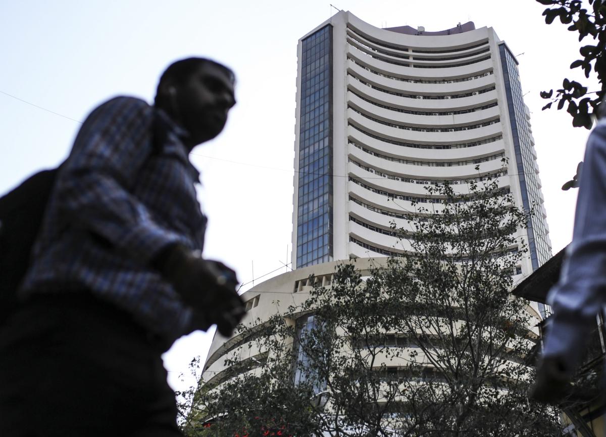 RBI's Unprecedented Rate Cut Fails To Lift Sensex, Nifty
