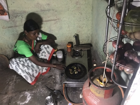 Nanda Vanzare cooks a meal of brinjal in her house in Khalapuri village.  (Photo: Ashwini Priolker/BloombergQuint)