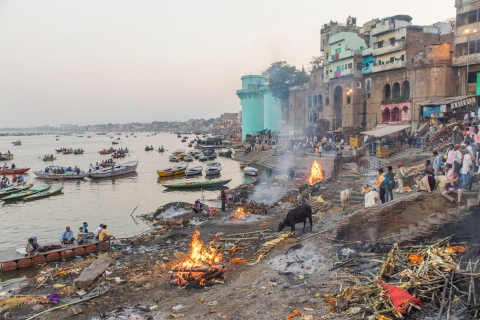 A Hindu cremation ground in Varanasi. (Photographer: Anshika Varma for Bloomberg Businessweek)