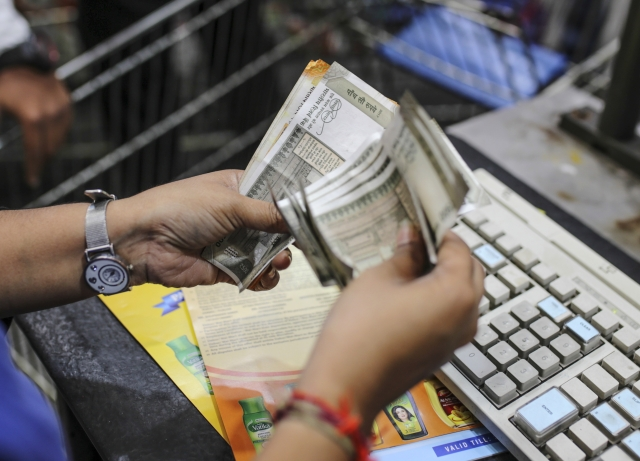 India Bond Funds: Bond Funds in India Embrace Duration as