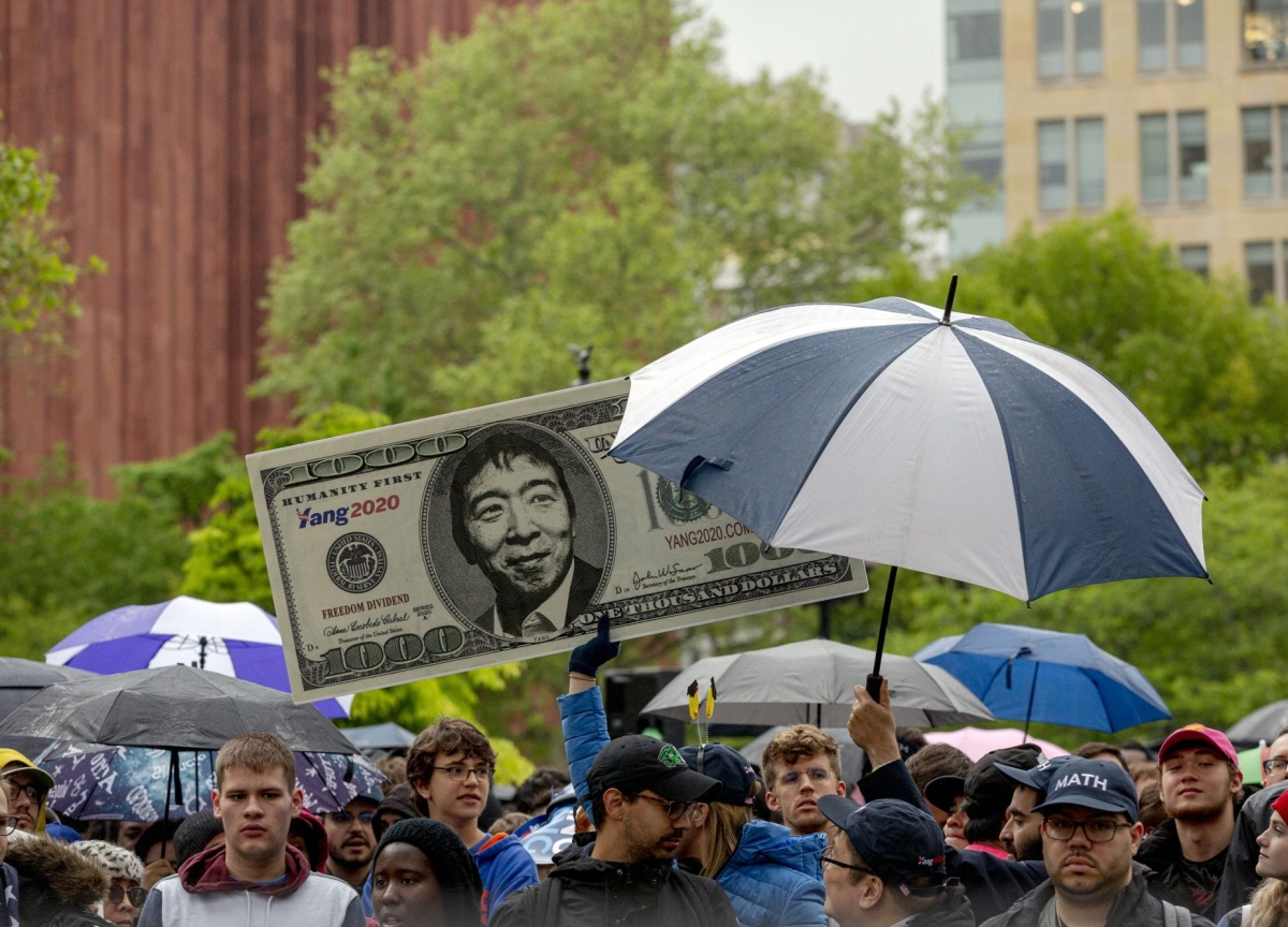Everyone Gets $1,000 a Month in Andrew Yang's America