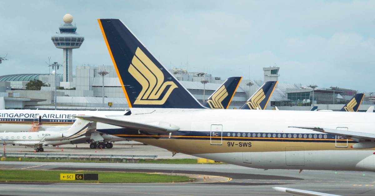 Singapore Air Picks Crucial Fight Against Emirates in India - BloombergQuint thumbnail