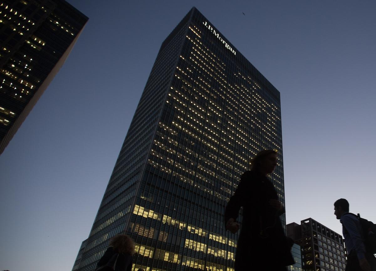 JPMorgan Senior Banker Karen Simon to Leave After 36 Years