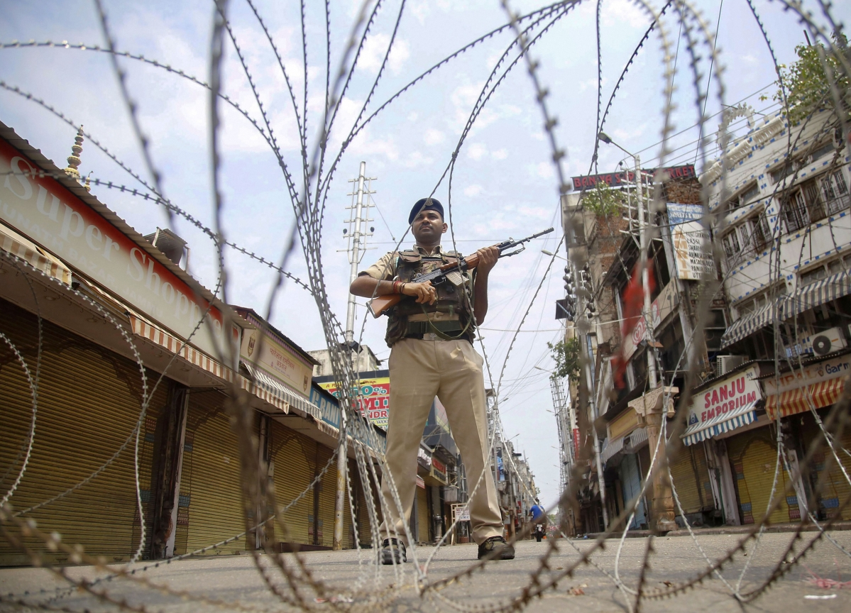 J&K Governor Reviews Security Scenario, Directs Administration To Be Alert