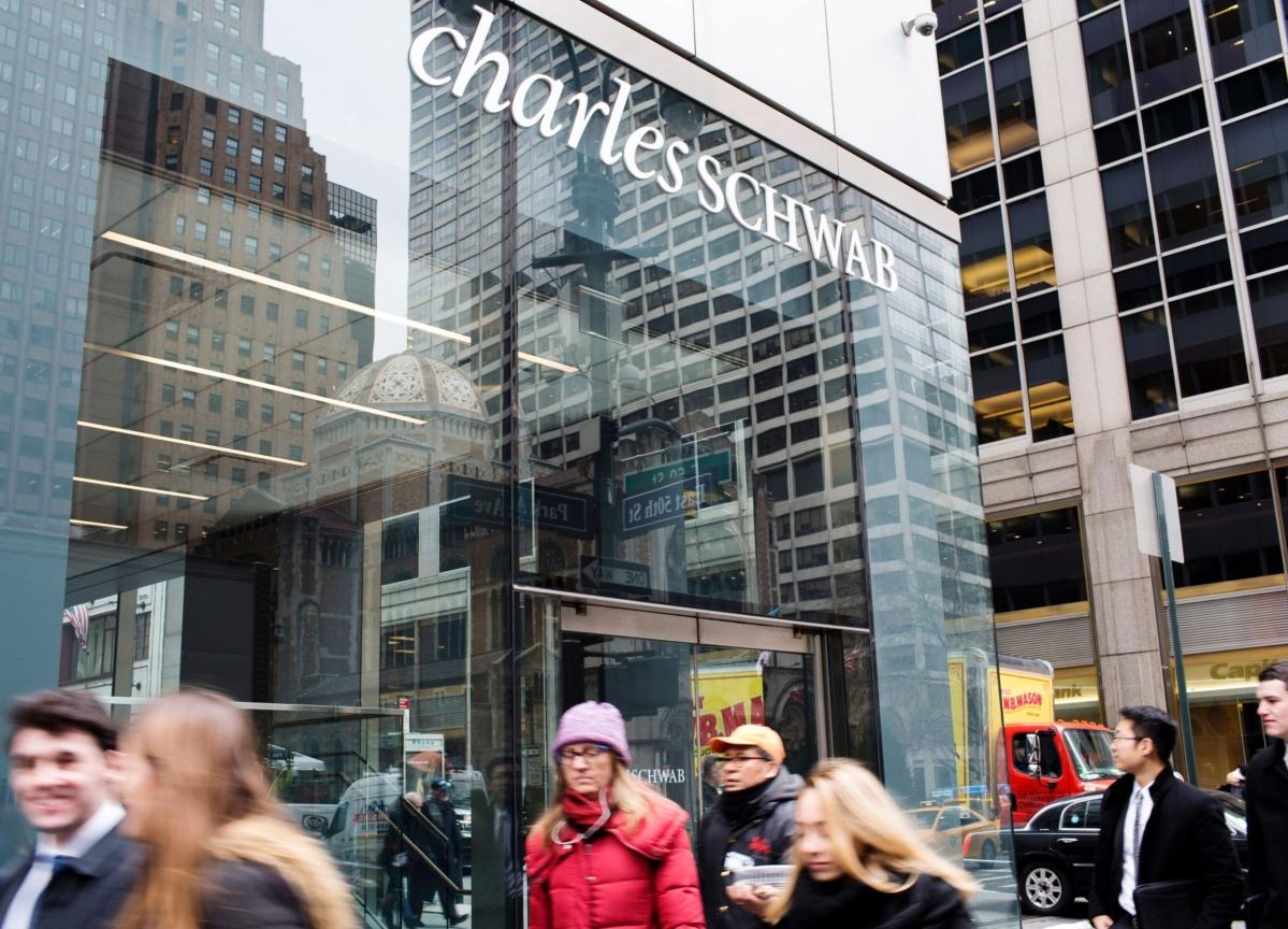 With $0 Fees, Schwab Risks Blowing Up Brokerage Model It Built