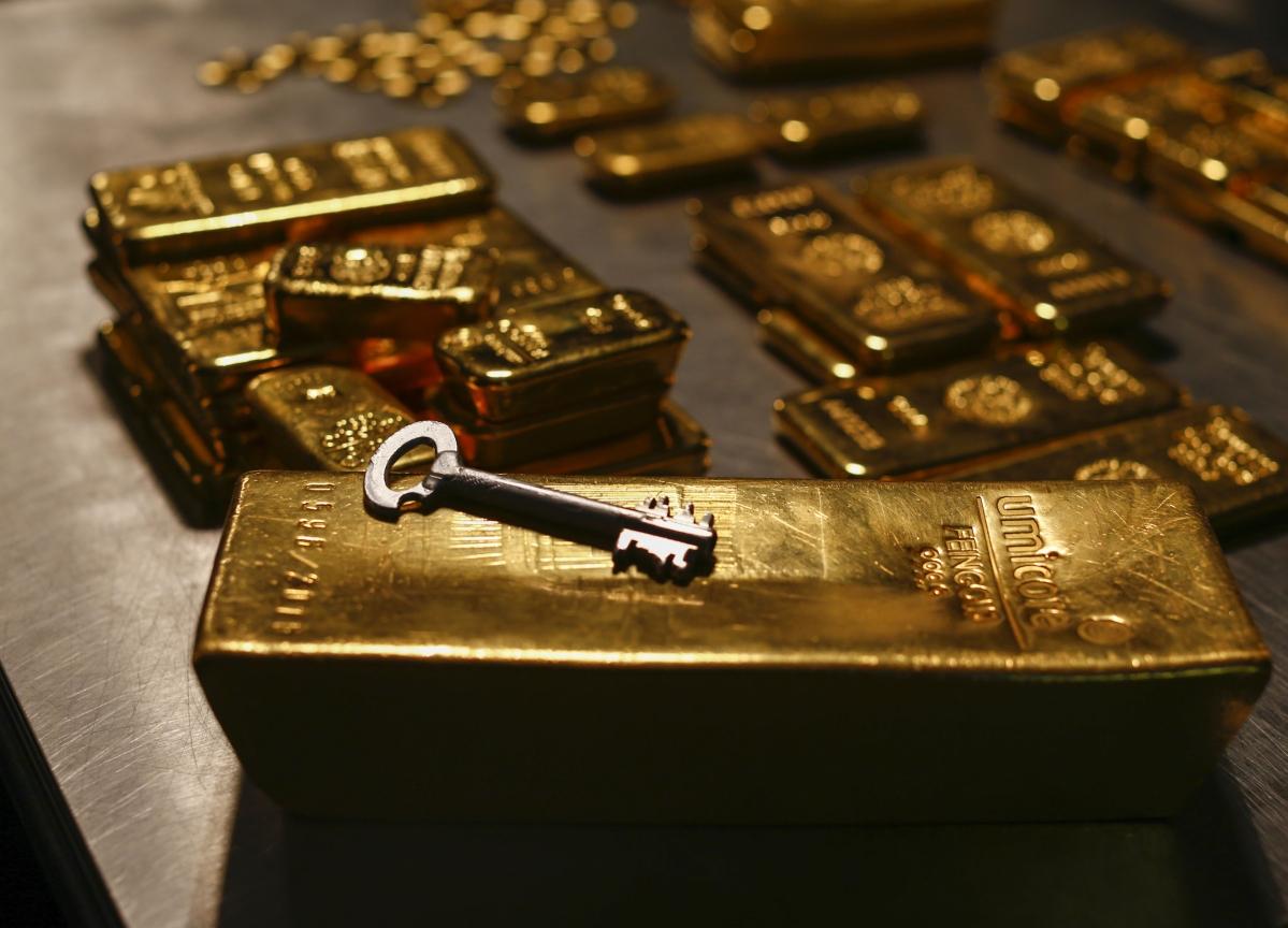 Investors Rush Into Gold