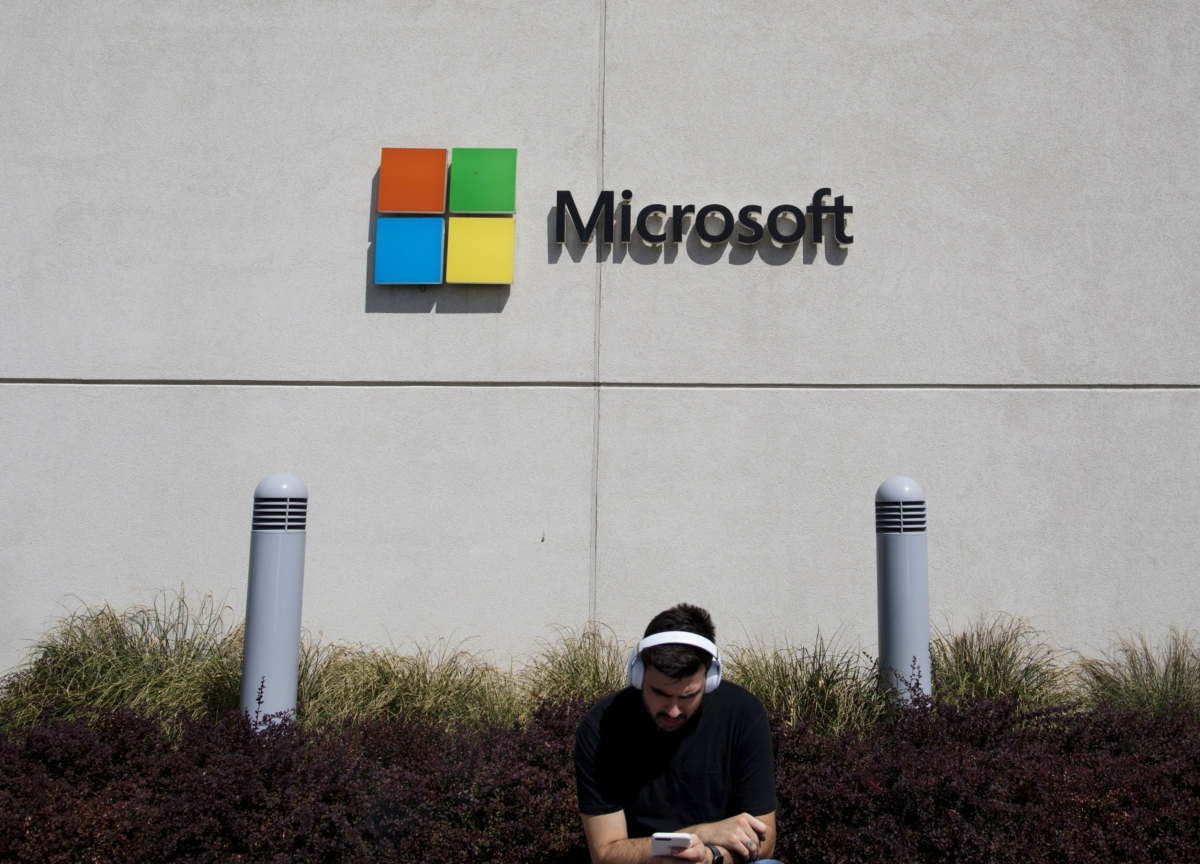 Microsoft at Record High on Controversial Pentagon Contract