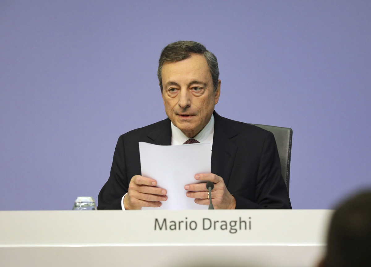 Draghi Keeps ECB Stimulus in Last Act as Economy Stains Legacy