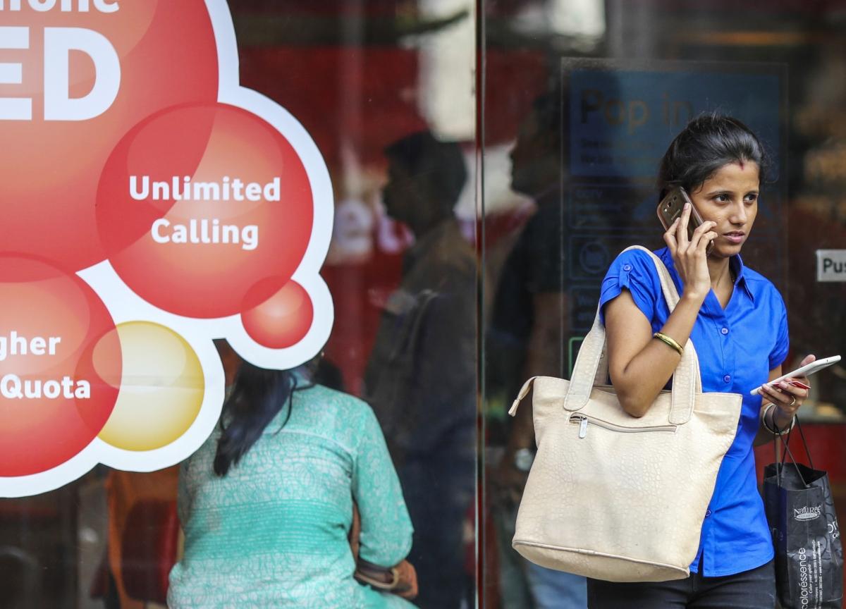 Vodafone May Suffer $1.1 Billion Writedown From Indian Price War