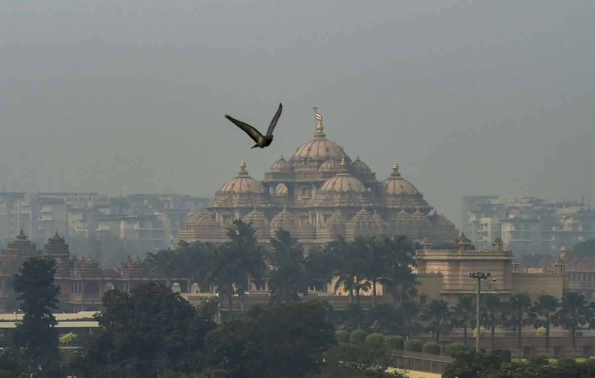 A view of the Akshardham Temple shrouded in heavy haze post-Diwali celebrations, in New Delhi on Monday. (Photo: PTI)