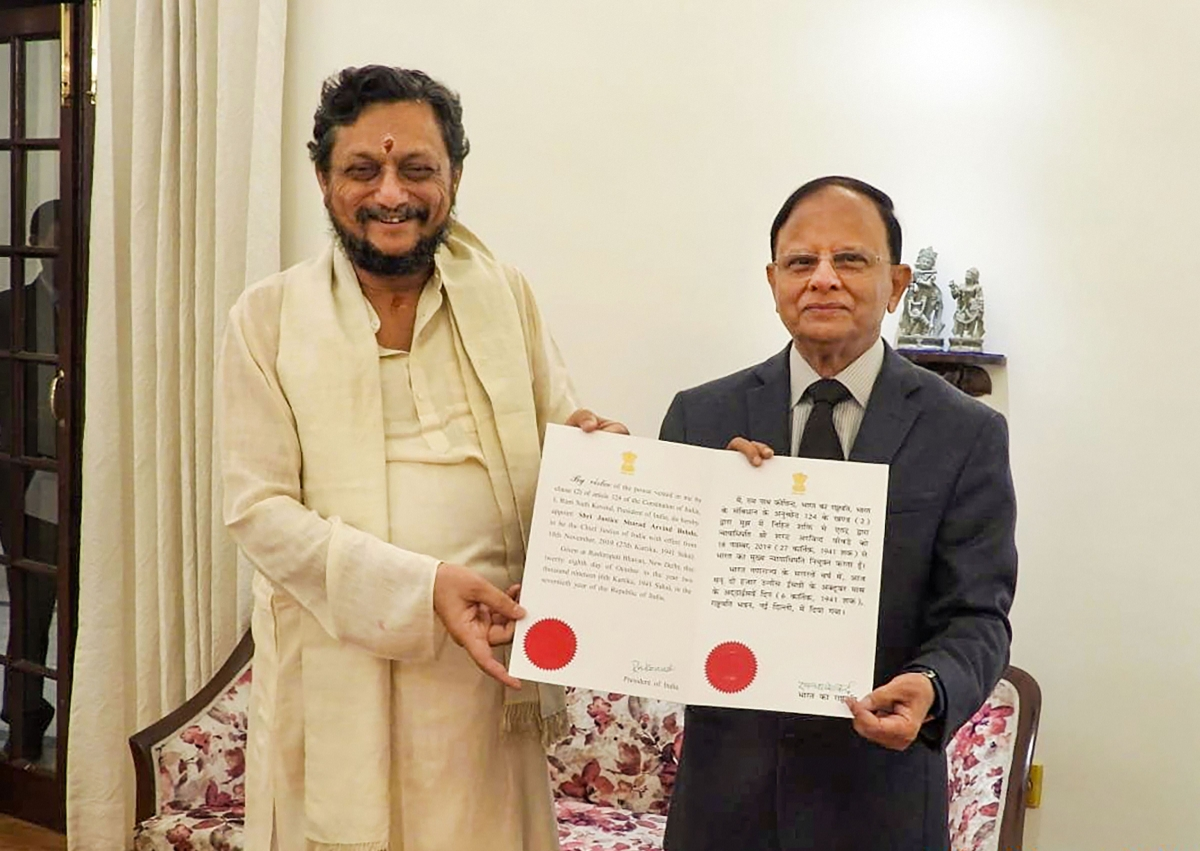 Principal Secretary to Prime Minister PK Mishra presents the warrant of appointment to Chief Justice of India-designate Justice Sharad Arvind Bobde (Source: PTI)