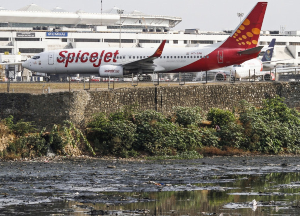 Key Boeing Buyer SpiceJet Says Max to Return Early Next Year