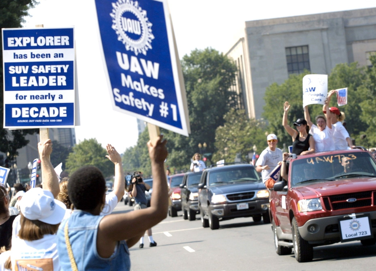 Ford Workers Embracing New Union Contract as Deadline Nears