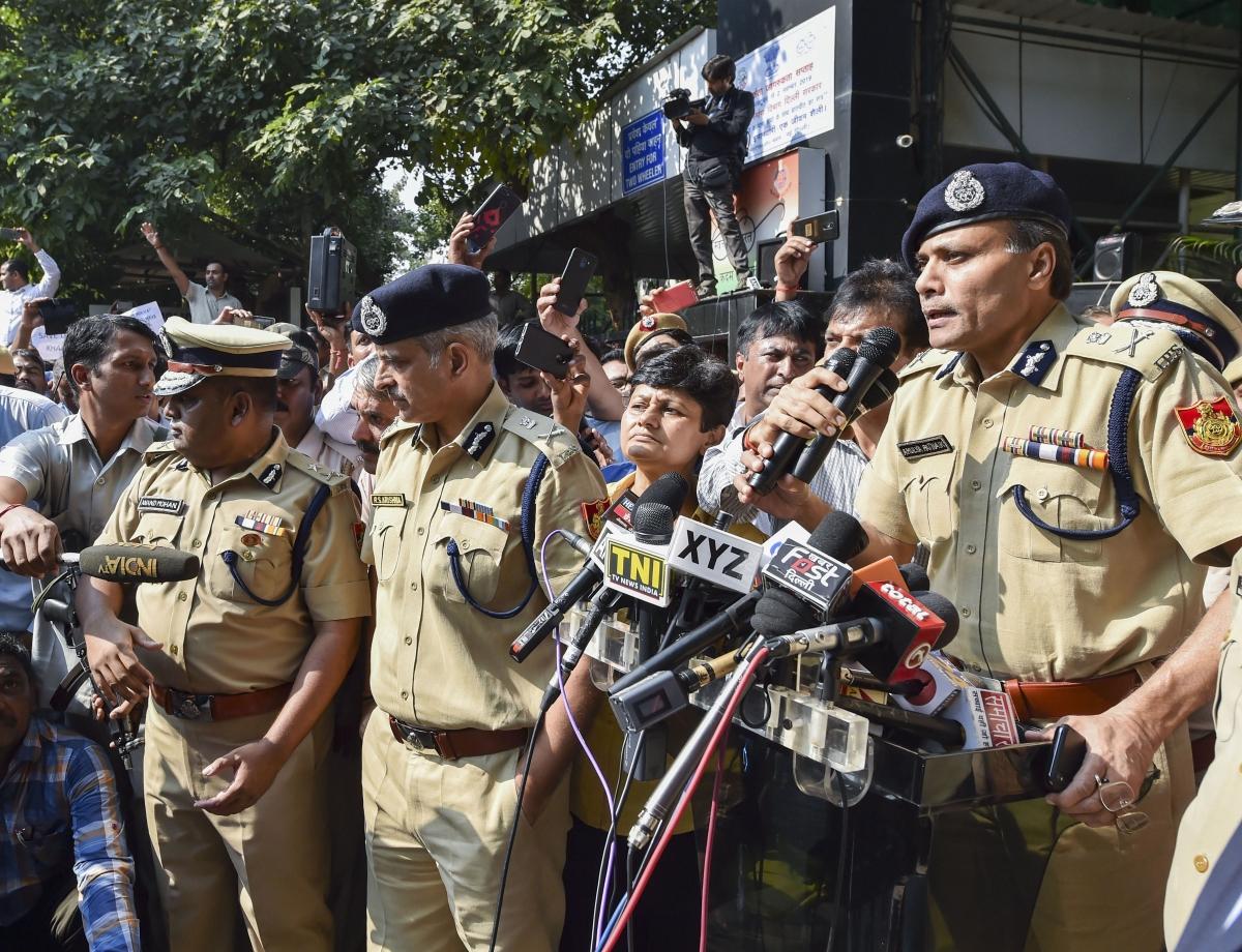 Delhi Police Commissioner Amulya Patnaik addresses his colleagues (Source: PTI)