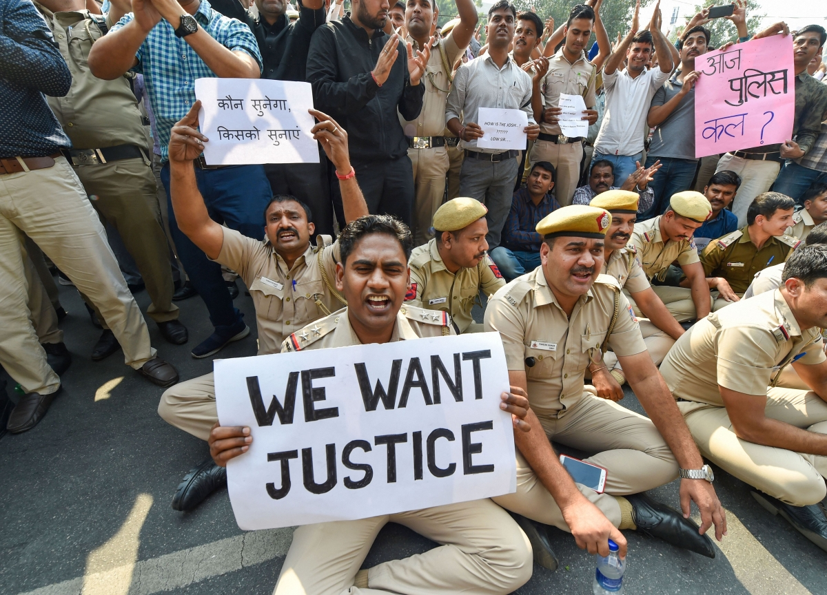 Unprecedented Protests By Delhi Police Against Attack By Lawyers Called Off