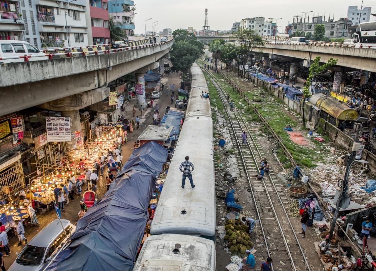 Bangladesh Plans Debut Dollar Bond in Bid to Diversify Economy