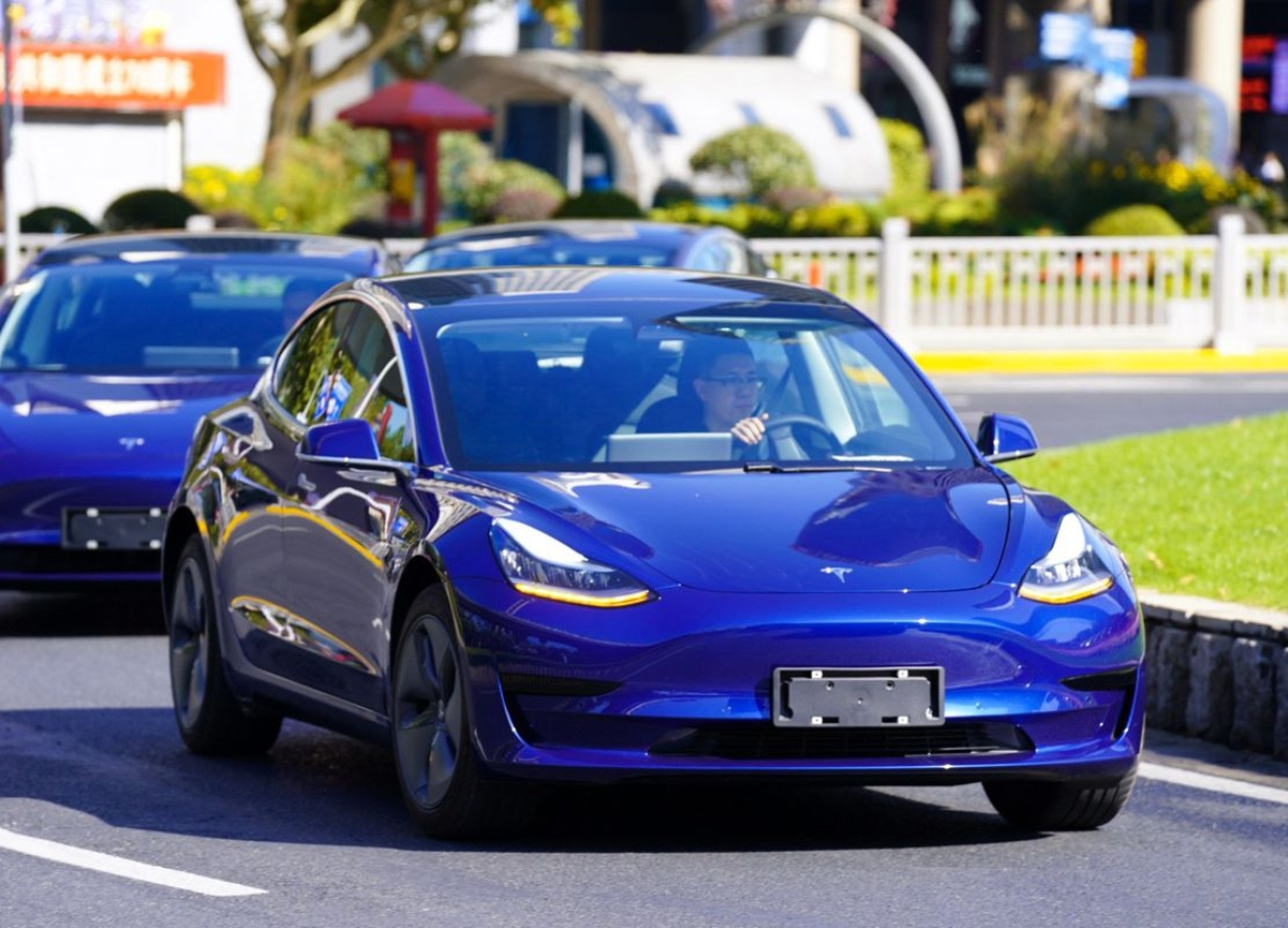Tesla Flaunts First China-Built Cars as Start of Sales Nears