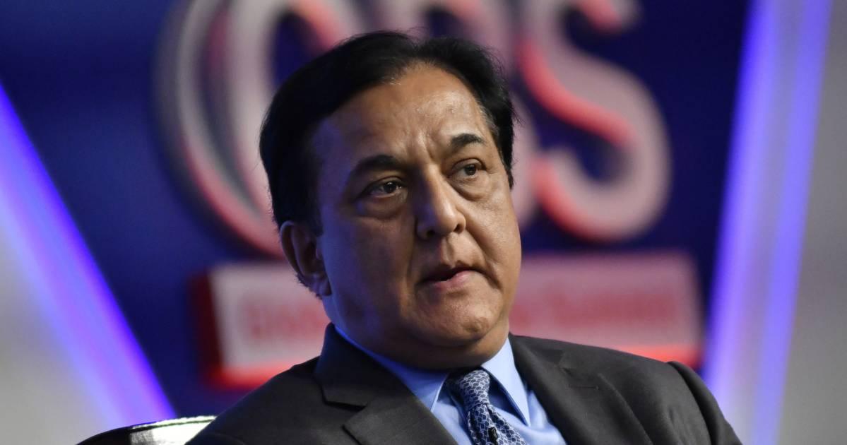 Rana Kapoor Sells All But 900 Shares Of Yes Bank - BloombergQuint thumbnail
