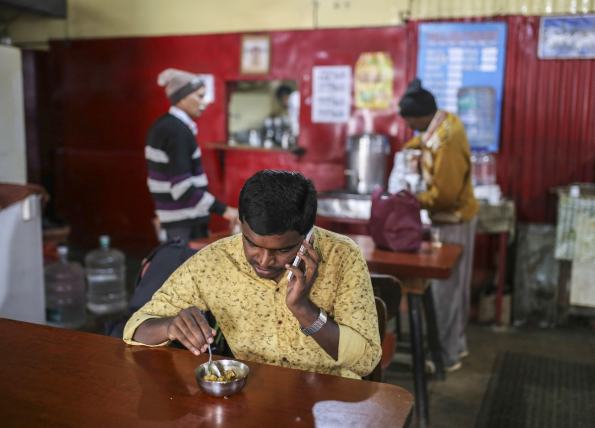 India's Telcos Jump After They Raise Mobile Phone Tariffs