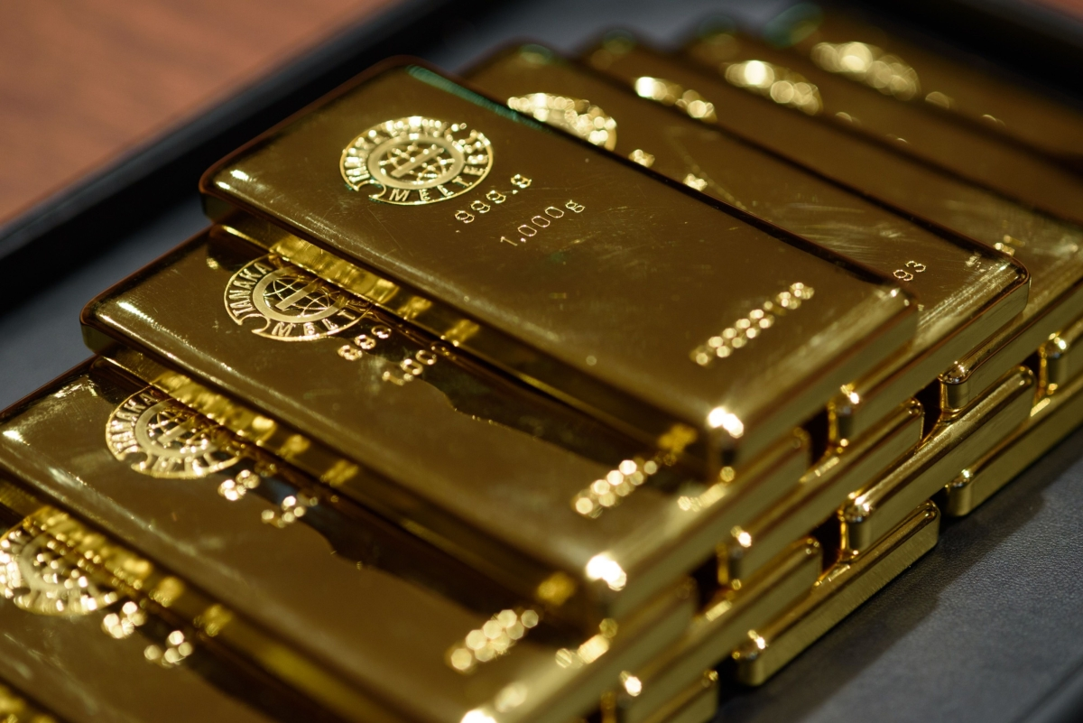 People Are Rushing To Buy 100-Ounce Bars Of Gold